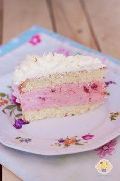 tort truskawkowy Vanilla Cake, Strawberry, Food And Drink, Birthday Cake, Kitchen, Recipies, Cooking, Birthday Cakes, Kitchens