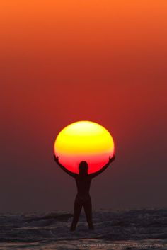 """landscape pics Picture of the Day: Praise the Sun. """"In this perfectly timed sunset capture by Anton Jankovoy, we see the silhouette of a woman appearing to hold/praise the sun. The phot Creative Photography, Amazing Photography, Landscape Photography, Art Photography, Landscape Pics, Summer Photography, Cool Pictures, Cool Photos, Beautiful Pictures"""