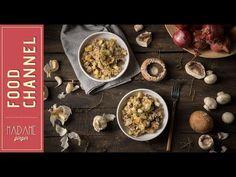 Σωστά χυλωμένο ριζότο με άρωμα από μανιτάρια, θυμάρι και σκόρδο και λιωμένο τυρί. Γευστικό και πανεύκολο, πρέπει να το δοκιμάσεις. Greek Recipes, Stuffed Mushrooms, Food And Drink, Beef, Vegetables, Youtube, Stuff Mushrooms, Meat, Greek Food Recipes