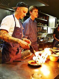 """Jeder wünscht sich am Montag morgen was """"schönes"""" gesagt zu bekommen 😻 Wir so, gerne doch: """"Es gibt gleich Essen – in der Z Küche brennt's schon wieder!"""" 🔥💥 Täglich ab 11:30 lecker Mittagtisch in der Zauberflöte Offenburg 💜💤 Lasst's Euch schmecken"""