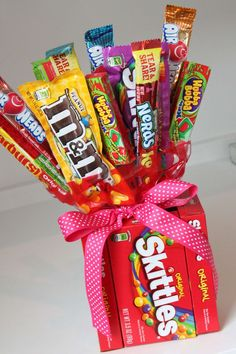 DIY Candy Bouquets for Valentines Day, Birthdays & More! A FUN way to say Happy Valentine's Day to friends or teachers! SO CUTE and easy to make! Valentines Day Birthday, Valentines Diy, Happy Valentines Day, Birthday Gifts, Birthday Cake, Friend Birthday, Birthday Quotes, Candy Bouquet Diy, Diy Bouquet