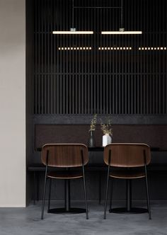Nærvær is a Copenhagen-based upmarket restaurant and wine bar designed by Norm Architects. Read the full feature on Minimalissimo. Interior Design Minimalist, Restaurant Interior Design, Restaurant Interiors, Interior Modern, Modern Decor, Design Café, Cafe Design, Logo Design, Design Trends