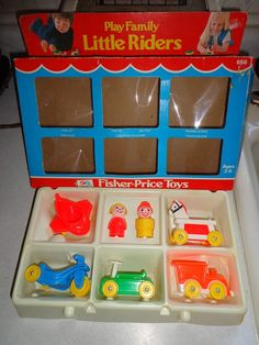 Vintage Fisher Price Little people set - I remember opening this exact set! Jouets Fisher Price, Fisher Price Toys, Vintage Fisher Price, Retro Toys, Vintage Toys, Childhood Toys, Childhood Memories, Oldies But Goodies, Toys Shop