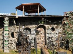 Guy Builds Massive House with Recycled Glass Bottles, Teaches you How to Do It (Video)