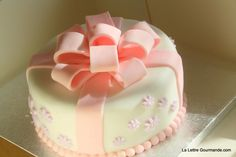 from: http://www.lalettregourmande.com/2011/10/ateliers-pate-a-sucre-des-noeuds-et-du-rose/