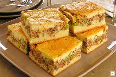 Ground beef pie with sour cream dough cake recipes unicornio cake cake de carne de tortilla salados individuales Beef Pies, Portuguese Recipes, Snacks, I Love Food, Mozzarella, Finger Foods, Tapas, Sandwiches, Food And Drink