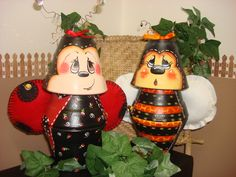 Clap Pot Bees Clay Pot Projects, Clay Pot Crafts, Diy Clay, Crafts To Do, Arts And Crafts, Flower Pot Art, Clay Flower Pots, Flower Pot Crafts, Clay Pots