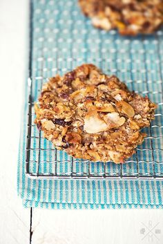 No sugar no flour apple and nut cookies I Apfel-Nuss-Kekse ohne Mehl und ohne Zucker Low Carb Sweets, Vegan Sweets, Healthy Sweets, Healthy Baking, Healthy Snacks, Apple Recipes, Low Carb Recipes, Sweet Recipes, Healthy Cookies