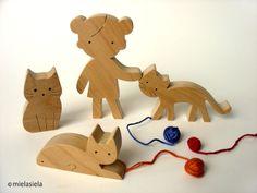 Jeu jouet en bois - fille et chats - chat en bois de mielasiela sur DaWanda.com