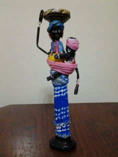 Polymer Clay Projects, Clay Crafts, Arts And Crafts, Paper Bag Crafts, Newspaper Crafts, Paper Weaving, Weaving Art, African Dolls, African Art