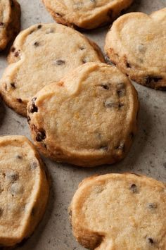 Easy Orange Chocolate Chip Shortbread that's perfect for tea time. *You like chocolate/orange combo, thought you might like these? Cookie Desserts, Just Desserts, Cookie Recipes, Delicious Desserts, Dessert Recipes, Yummy Food, Healthy Food, Tea Cakes, Biscotti