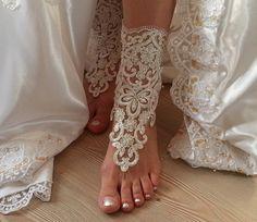brodé en ivoire Barefoot, lacet français sandales cheville de mariage, sandales aux pieds nus de mariage de plage, sandales.