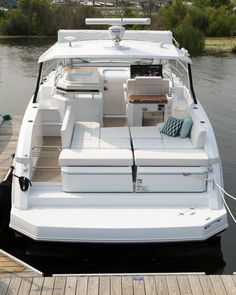 Cruisers Yachts 390 Express Coupe: With the aft seat backs powered down there is room for 4 sun worshipers when at anchor…