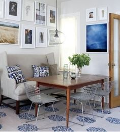I love the mix of the traditional settee + warm mid century table + Bertoia wire chairs.  It feels fresh, modern, casual and homey all at the same time.