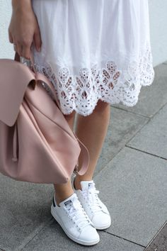 tifmys – Zara light-pink backpack, H&M lace dress & Adidas Stan Smith sneakers.