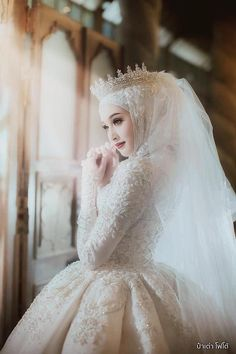 Model of Hijab princess wedding dress Hijab models 2020 - model of . Muslim Wedding Gown, Hijabi Wedding, Wedding Hijab Styles, Muslimah Wedding Dress, Muslim Wedding Dresses, Muslim Brides, Dream Wedding Dresses, Bridal Dresses, Wedding Gowns