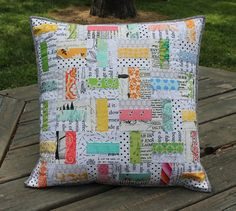 Low volume quilted pillow with pops of pastel Sewing Pillows, Diy Pillows, Decorative Pillows, Throw Pillows, Pillow Ideas, Patchwork Cushion, Quilted Pillow, Small Quilts, Mini Quilts