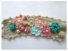 bracelet with pearls and crocheted flowers