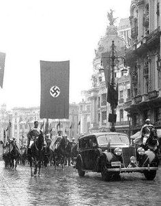 German ambassador Hans von Moltke arrives in Madrid escorted by Franco's Moorish Guard, 1943 World History, World War Ii, Foto Madrid, Total War, Lest We Forget, Second World, American Revolution, Japan, Illustrations