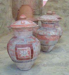 vasijas fenicias,de la Necropolis de Baza,Granada,España  Museo N.de Arqueologia