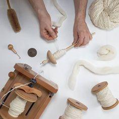 Ecoprint: Diseño Textil con Técnicas de Estampación Botánica - Mundo Lanar Shibori, Textiles, Prints, Tie Dye, Life Hacks, Blog, Molde, Wool Yarn, Fabric Dyeing Techniques