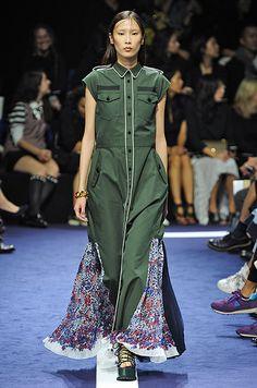 Sacai Ready To Wear Spring Summer 2015 Paris Live Fashion, Fashion Brand, Fashion Show, Runway Fashion, Womens Fashion, Spring Summer 2015, Ideias Fashion, Ready To Wear, Fashion Photography