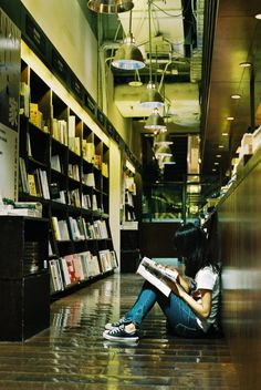 girlsbravo:  cocokashi-co:  classics:  bookgirls:  michi66f:  ampll:  sampler:  yotta1000: 看書的女人 - Young girl. (via Nien-Yi Ho)