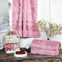 Bambusová látka má oproti bavlne až 4-krát väčšiu savosť. V letných mesiacoch dokáže znížiť teplotu tela až o 3 stupne. Bambusové uteráky majú dlhú životnosť, sú antibakteriálne, protiplesňové a antistatické. Bamboo, Curtains, Home Decor, Blinds, Decoration Home, Room Decor, Draping, Home Interior Design, Picture Window Treatments