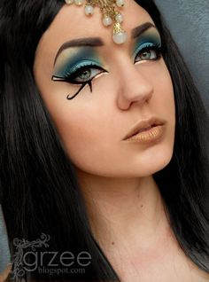 Pretty Cleopatra Eye Makeup with Gold Accents