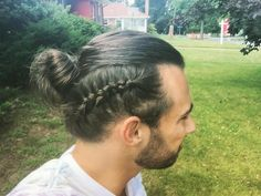 Man buns have long dominated as a popular hair trend for guys, but this style is now evolving into something with a little more finesse. Known as man…