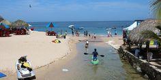 Vacacionistas disfrutan de las playas de Puerto Vallarta