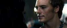 Sam Claflin and Jena Malone were on Good Morning America .. they showed some new clips from Catching Fire - Katniss and Finnick and then Katniss and Johanna.. check it out.