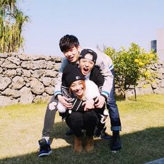 My favorite Friend bond Ailee, Eric Nam, and f(x)'s Amber Show Close Bond in Friendly Photos