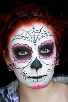 Calavera Makeup Sugar Skull Ideas for Women are hot Halloween makeup look.Sugar Skulls, Día de los Muertos celebrates the skull images and Calavera created exactly in this style for Halloween. Yeux Halloween, Halloween Makeup Sugar Skull, Sugar Skull Costume, Halloween Makeup Looks, Halloween Skull, Candy Skull Makeup, Sugar Skull Makeup Tutorial, Vintage Halloween, Halloween Costumes