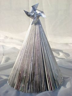 Using old magazines to make a pretty glittered Christmas tree -- a tutorial...