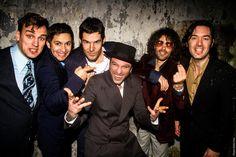 ANTWERPEN – Het Antwerp Gipsy-Ska Orchestra zal op 20 december 2013 tien jaar bestaan. Dat feest zal gevierd worden met enkele gastoptredens van bevriende muzikanten. Daarnaast werkt de band ook aan een derde album.