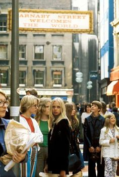 Carnaby Street photo by David Warner, in the early Vintage London, Old London, City Aesthetic, Retro Aesthetic, 70s Inspired Fashion, 70s Fashion, Vintage Fashion, Swinging London, Carnaby Street
