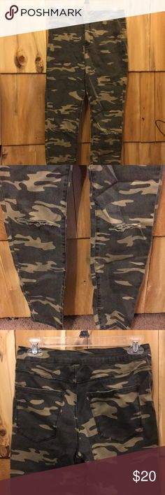 High waisted camo skinny jeans High waisted camo jeans with rips in the knees! I love these but just didn't like the way they looked on me.  Never wore Size 27 NWOT Forever 21 Jeans Skinny