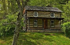 Rustic Cabin Life added a new photo. Log Cabin Living, Log Cabin Homes, Log Cabins, Mountain Cabins, Cabana, Log Cabin Exterior, Forest Cabin, Cabins And Cottages, Small Cabins