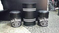 Banqueta tonel tambor assento banco decoração Barrel Furniture, Diy Furniture, Garage Bench, Mini Bar, Barrel Projects, Barrel Table, Oil Drum, Cafe Bar, Bar Signs
