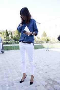 blue shirt, white jeans, heels, perfect! (emmanuelle alt) / chemise bleue, pantalon blanc, ceinture noire