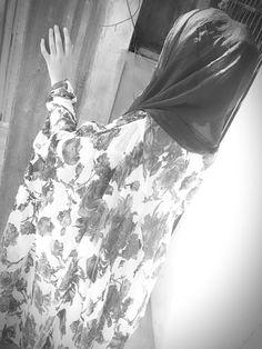Dpz for girls Teenage Girl Photography, Girl Photography Poses, Cute Girl Poses, Girl Photo Poses, Beautiful Girl Photo, Cute Girl Photo, Islamic Girl Pic, Snapchat Girls, Arab Girls Hijab
