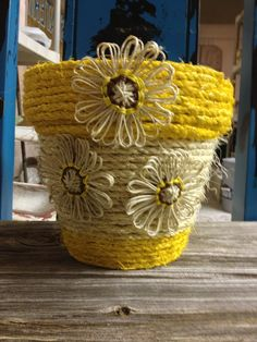 Sunday Project❤Clay pot wrapped with rope and painted. Little flowers made out of twine ❤❤