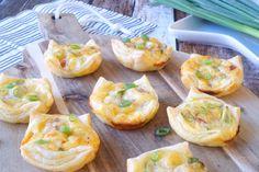 Miniquiches met ontbijtspek en bosui