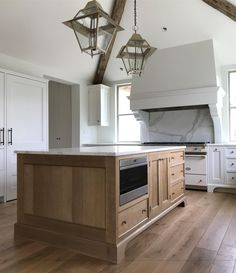 """@lanewoodworking on Instagram: """"The island and range hood from our recently completed project with @harrisondesign and @giannettihome #todayatlanewoodworking"""" Home Interior, Kitchen Interior, Kitchen Design, Interior Decorating, Green Kitchen, New Kitchen, Kitchen Ideas, Kitchen Decor, Kitchen Inspiration"""