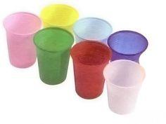 VASOS DE PLÁSTICO. Con vasos de plástico podemos crear una actividad grupal, en la que toda la clase realice un ejercicio en un determinado espacio en el que después de realizar una puesta en común de lo que quieren representar, lo llevan a cabo haciéndolo con vasos de plástico.