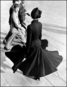 by Richard Avedon | Tags: #Ensaio #Fotografia #Editorial #Moda #Essay #Photography #Photo #Fashion #Vogue #Models #Model #Male #Female #Woman #Girl #Man #Men #Boy #Women #Mulher #Garota #Homem #Garoto #Masculino #Femino #Apparel #Roupa #Vestimenta #Look #Visual #Tendencia #Picture #Couple #Style #Estilo #Casal #Fotógrafo #Photographer #Studio #Estudio #Externa #Edition #Edição #Make #Hair #Maquiagem #Cabelo #Criatividade #Criativo #Original #Creativity #Creative