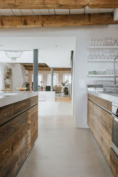 Polished concrete kitchen - Modern Flooring Ideas to Give Your Kitchen a New Look – Polished concrete kitchen Polished Concrete Kitchen, Concrete Kitchen Floor, Concrete Houses, Concrete Floors, Kitchen Flooring, Beton Design, Concrete Design, Kitchen Colors, Kitchen Design