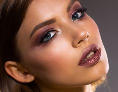 Makeup Trends for 2020 Will Include a Return to Matte Skin and Color-Blocking. If the beauty trends of 2019 were only excesses, the makeup trends Makeup Trends, Beauty Trends, Makeup Tips, Eye Makeup, Beauty Hacks, Bronzer Makeup, Makeup Deals, Makeup Brushes, Beauty Makeup