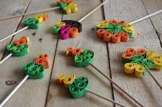 Velikonoční quilling - Tyto velikonoční motivy byli vytvořeny technikou quilling. Při této technice se využívají barevné proužky které jsou stáčeny a formovány do požadovaného vzhledu. ( DIY, Hobby, Crafts, Homemade, Handmade, Creative, Ideas)